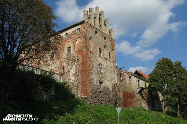 Замок «Георгенбург» за 70 лет сильно изменился.