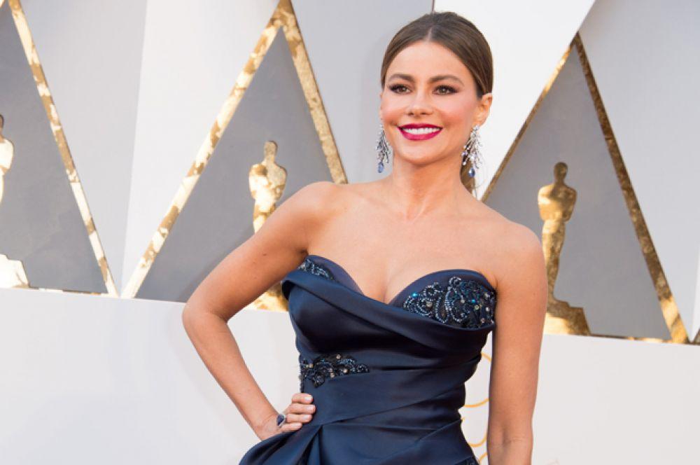 На третье – колумбийскую актрису и модель Софию Вергара.