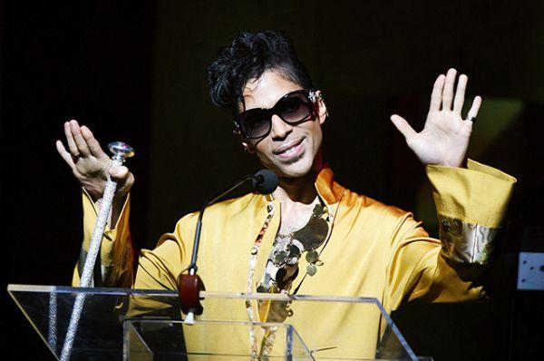 Причина смерти певца пока неизвестна. Ранее СМИ сообщали о госпитализации Принса. По словам представителей музыканта, он восстанавливался от простуды.