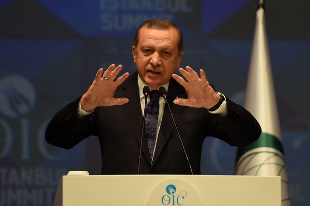 Сразу за ним следует его турецкий коллега Тайип Эрдоган.