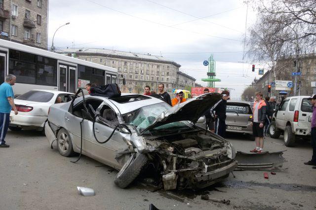 По словам очевидцев, автомобиль ехал со скоростью более 100 км/ч