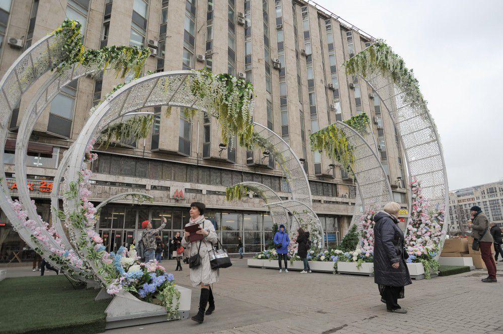 Арт-объект «Лотос» на Пушкинской площади.