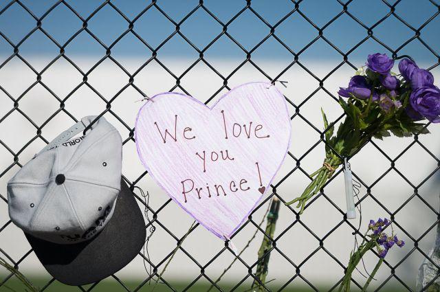 05:01  0 99   Причина смерти певца Принса остается неизвестнойТело исполнителя было кремировано