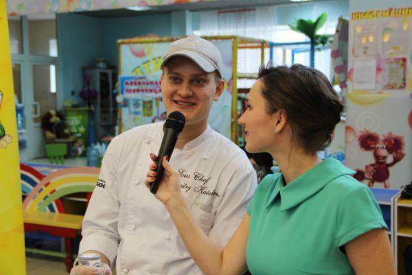 Шеф-повар Дмитрий напутствует конкурсантов и даёт полезные советы...