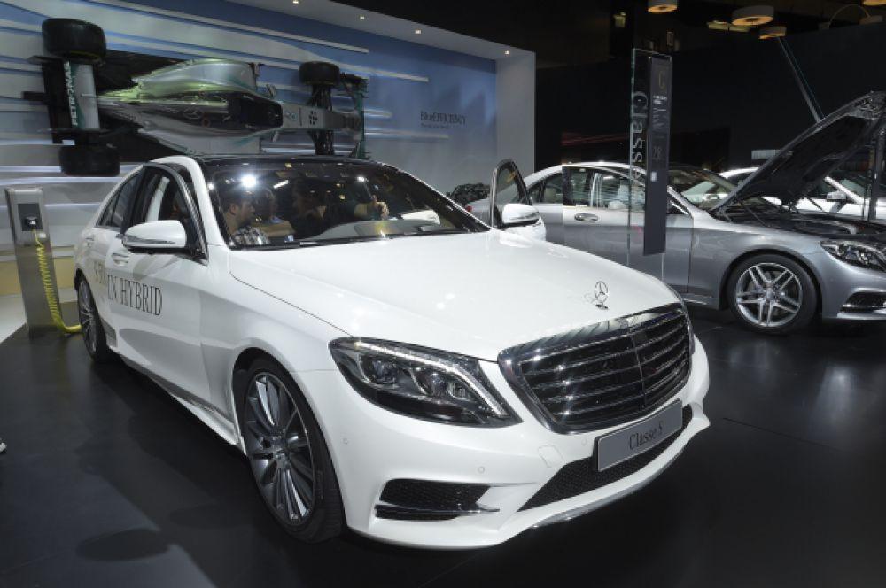 Mercedes-Benz S500 указан в декларации Ирины Соловьевой и Руслана Шарифова.