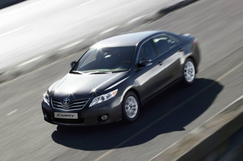 Toyota Camry задекларировали Николай Свиридов и Ирина Соловьева.