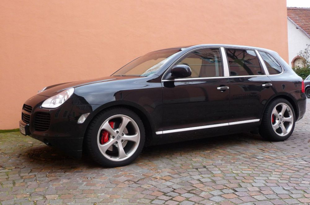 Очередной автомобиль из декларации Ирины Соловьевой - Porsche Cayenne Turbo.