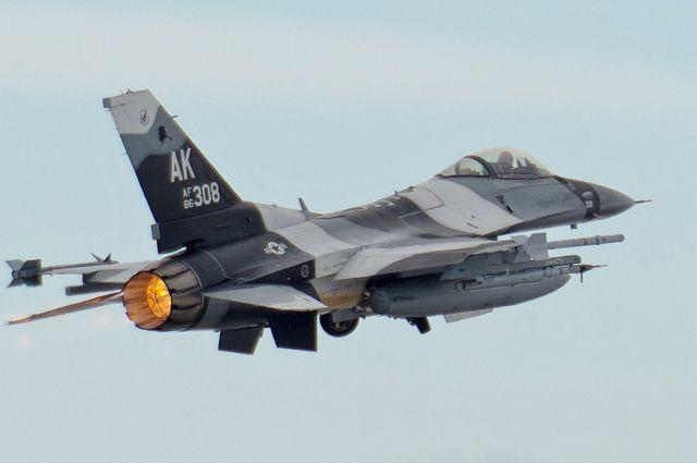 ВНорвегии впроцессе учений истребитель поошибке обстрелял наблюдательную вышку