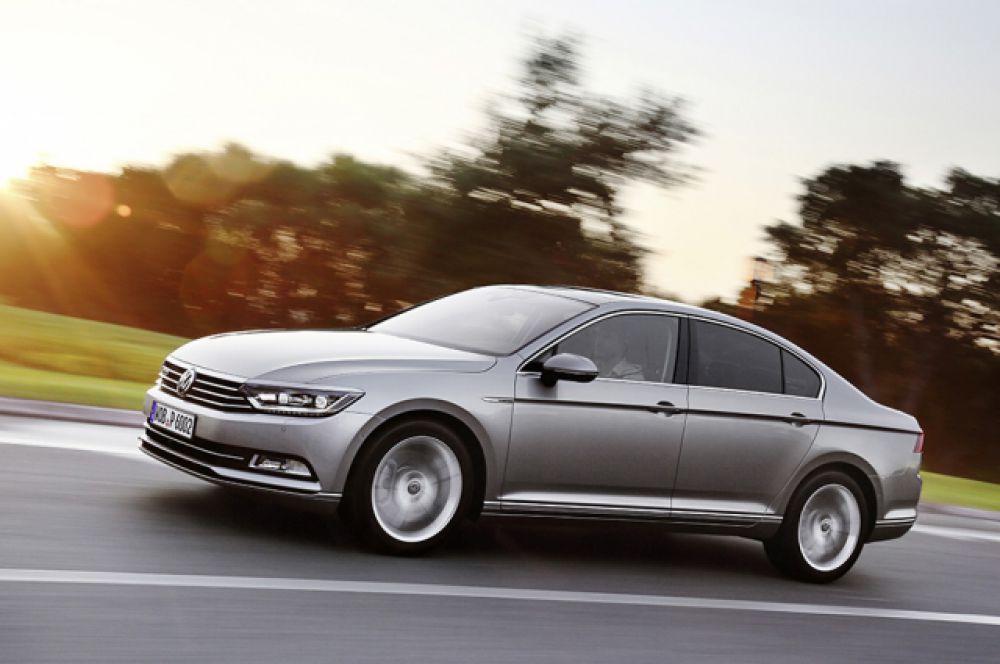 Volkswagen Passat есть в собственности у Павла Иванова.