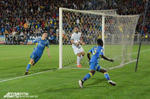 Ростовчане весь первый тайм оборонялись, но перед самым перерывом нанесли первый удар в ворота «Зенита» и открыли счет в поединке.