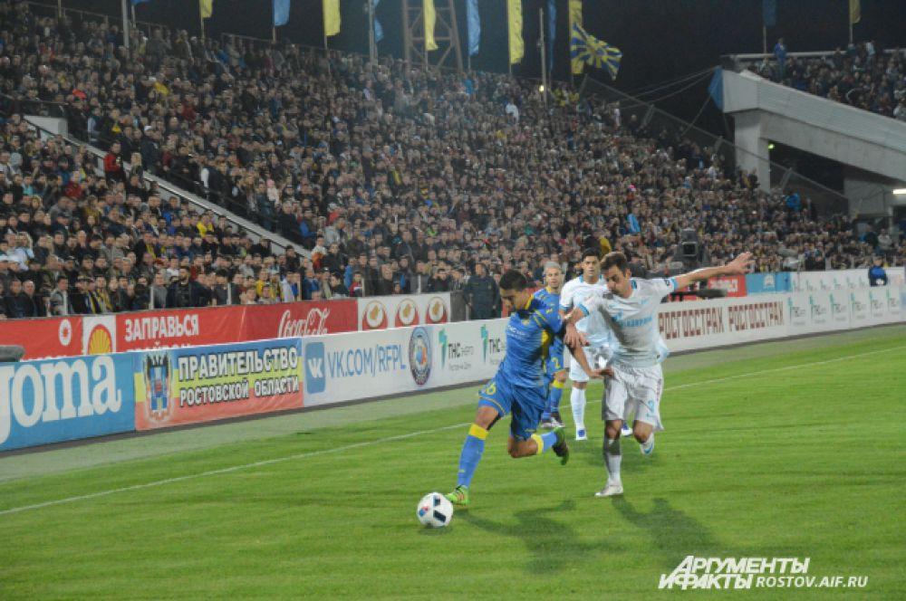 Ростовский стадион «Олимп-2» не смог вместить всех желающих, билеты были распроданы за два часа с момента продаж.