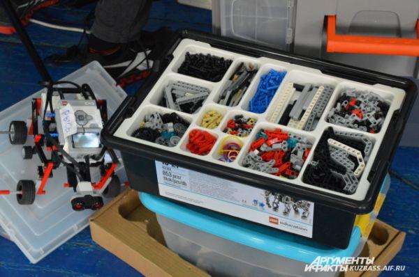 Детали для своих роботов участники захватили с собой – на всякий случай.