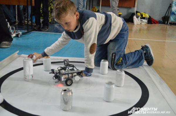 Какие-то роботы активнее и шустрее своих товарищей.