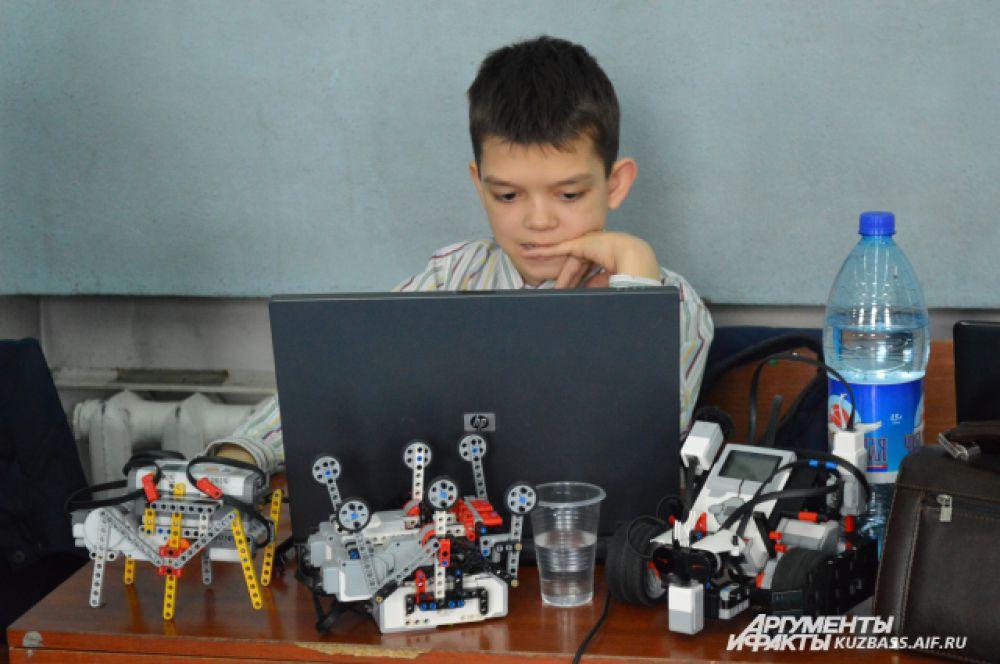 Поэтому для ребят важно его не «опозорить» и показать настоящий класс в деле программирования.