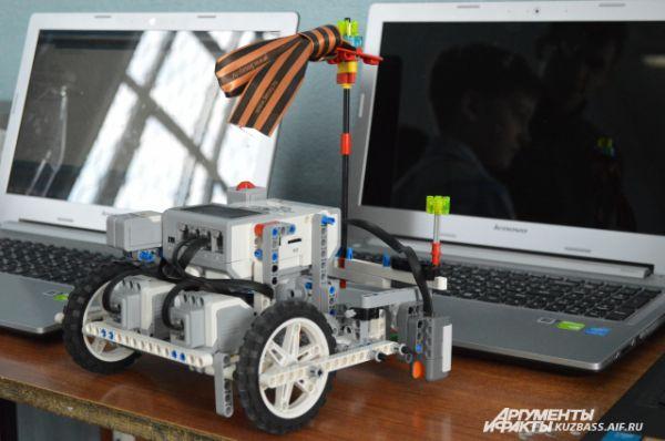 Один пластмассовый комплект робота стоит порядка 20 тысяч рублей.