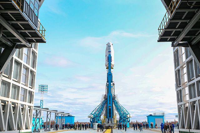 Ракета-носитель «Союз-2.1а» с космическими аппаратами «Ломоносов», «Аист-2Д» и SamSat-218 установлен на стартовую площадку космодрома «Восточный».