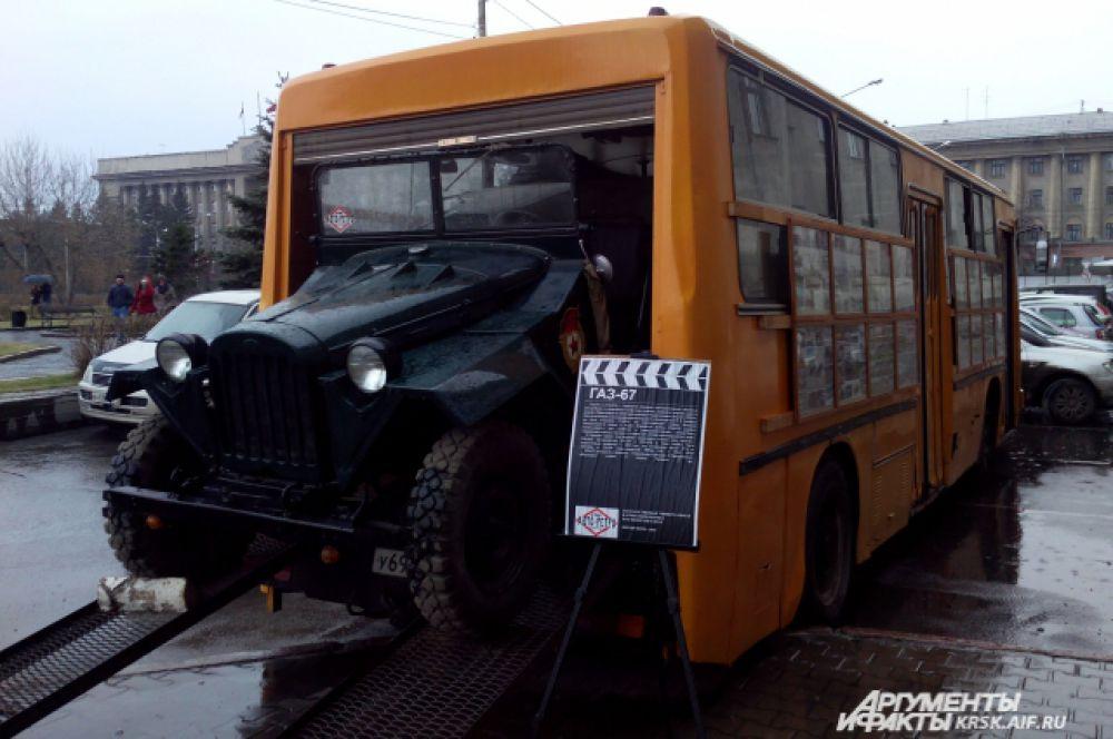 Гостей встречала коллекция советских ретро-автомобилей