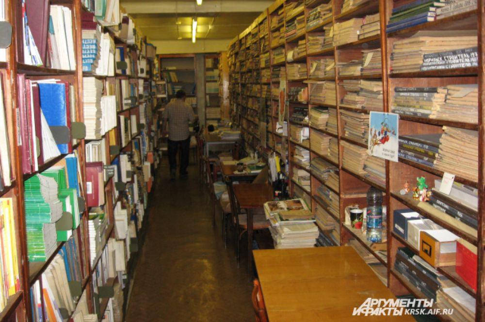 Желающие смогли осмотреть тайные коридоры библиотеки