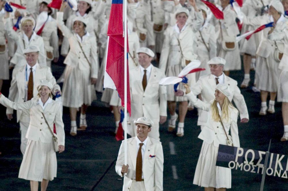 Команда российских спортсменов на открытии XXVIII летних Олимпийских игр 2004 года в Афинах (Греция).