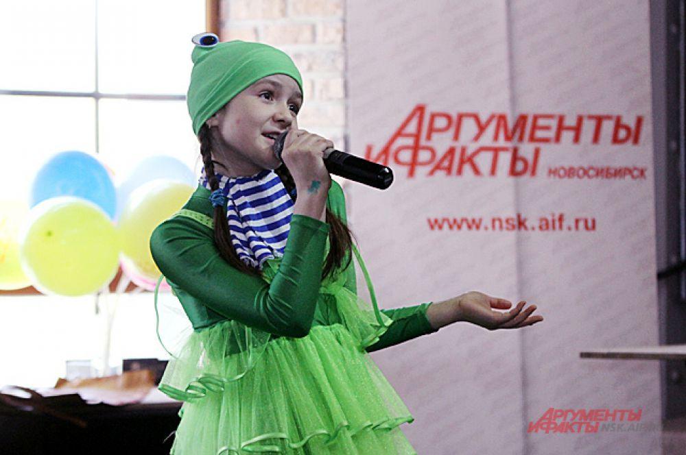 Ребята из разных коллективов подарили своих выступления гостям, которые пришли помочь маленькому Ярославу.