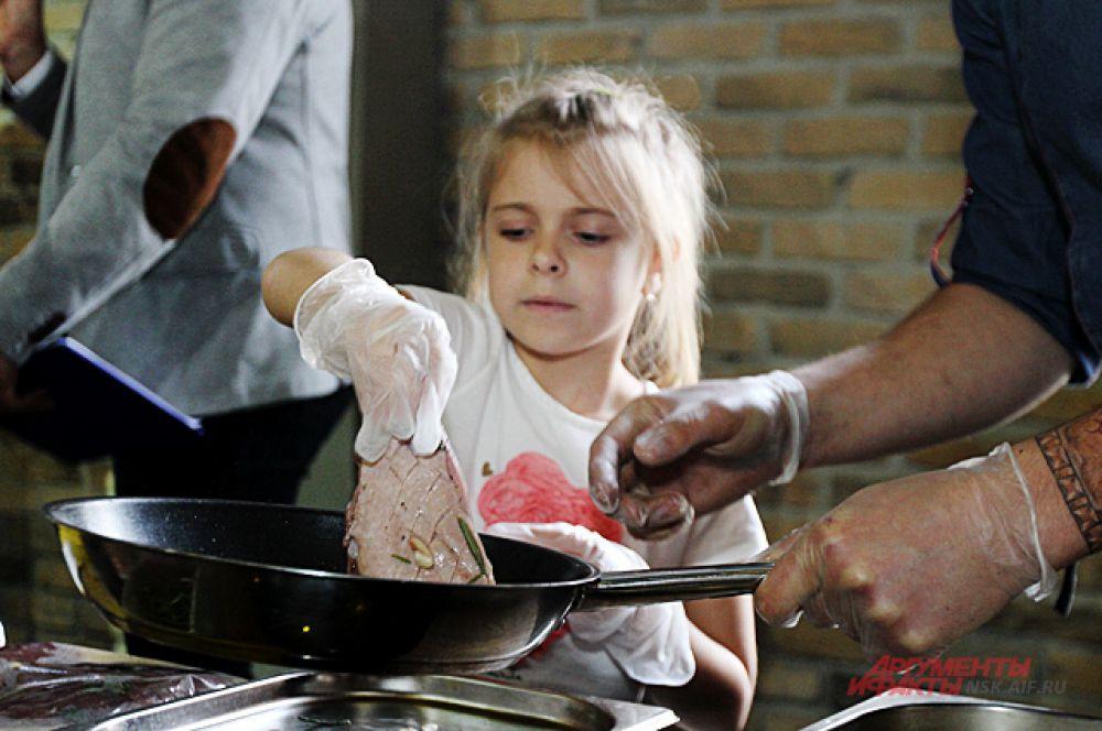 Лучшие повара города устроили для маленьких кулинаров мастер-классы.