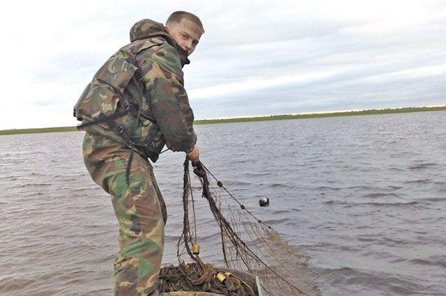 Главная проблема сотрудников рыбоохраны - браконьеры с сетями.