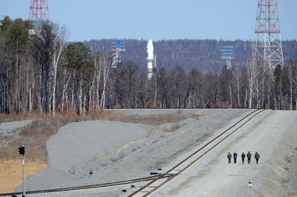 Ракета-носитель «Союз-2.1а» с тремя российскими спутниками «Ломоносов», «Аист-2Д» и SamSat-218 на космодроме «Восточный».