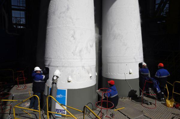 Ракета-носитель «Союз-2.1а» с российскими космическими аппаратами «Ломоносов», «Аист-2Д» и наноспутником SamSat-218 на стартовом комплексе космодрома «Восточный».