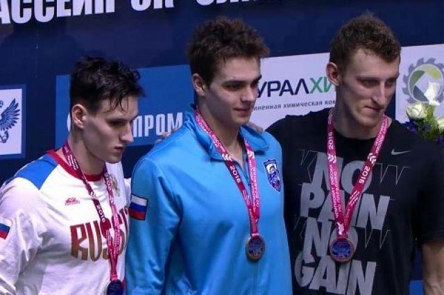 Воспитанник калининградского спорта пловец Александр Садовников (в центре) выступит на Олимпиаде в Рио