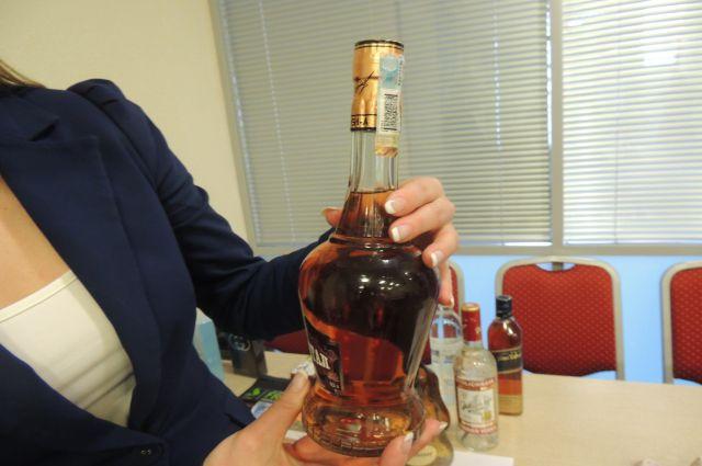 Некачественный алкоголь изъяли полицейские.