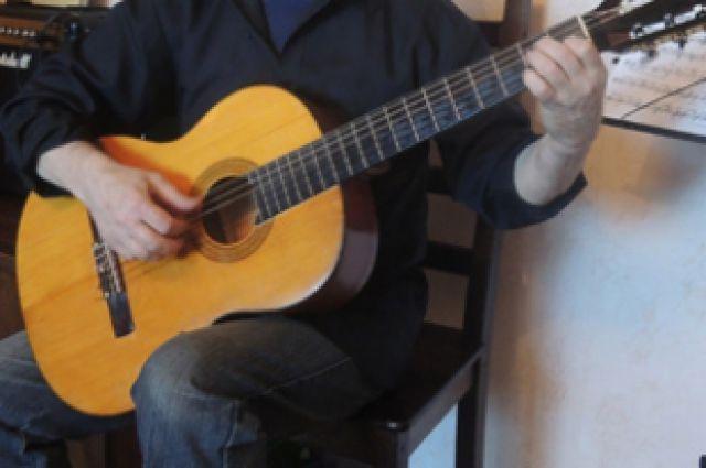 Гитарист удивил всех талантом.