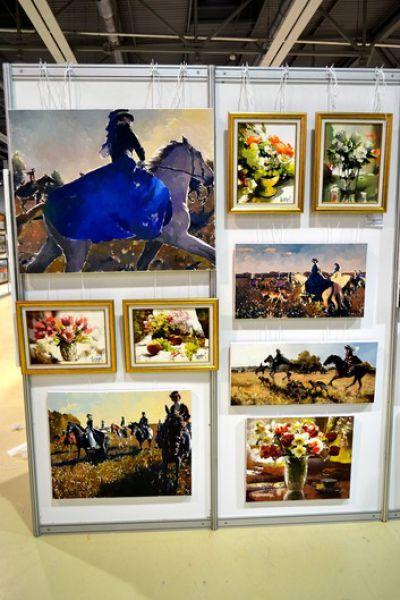 Всего в этом году на выставочной площади более 6000 кв. метров было представлено 450 экспонентов и более 5000 произведений искусства.