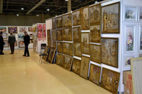 Свои работы выставили также Ростовское отделение Союза художников России и экспозиция Союзов Адыгеи, Кабардино-Балкарии и Калмыкии.