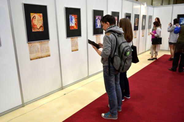 Проект в шестой раз объединил известных авторов и молодых художников, мастеров изображения, коллекционеров и ценителей прекрасного.