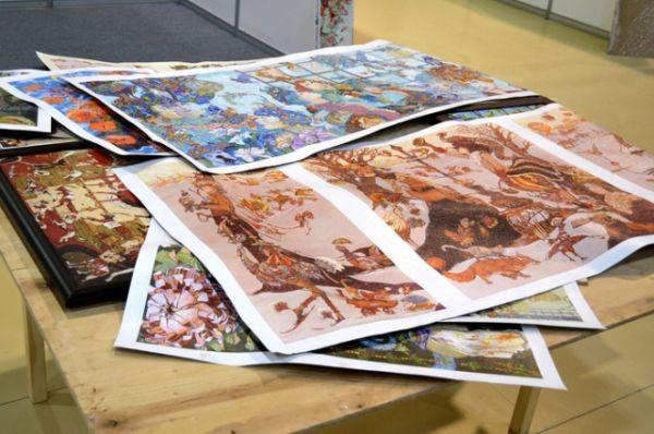 Особенно полюбилась посетителям экспозиция «Саквояж» Натальи Тур и Петра Фролова, которая насчитывала 250 работ из дорожного портфолио творческого тандема.