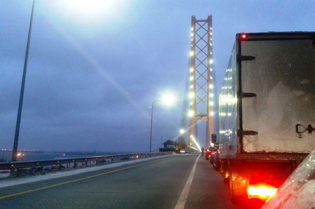 Нагрузка на действующий сургутский мост превышена в три раза.