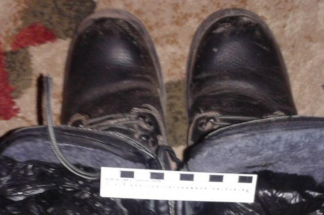 Наркотики хранились в кладовой комнате в обуви.