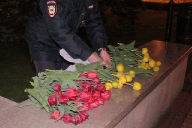 Юный калининградец сорвал с клумбы 83 тюльпана ради бабушки.