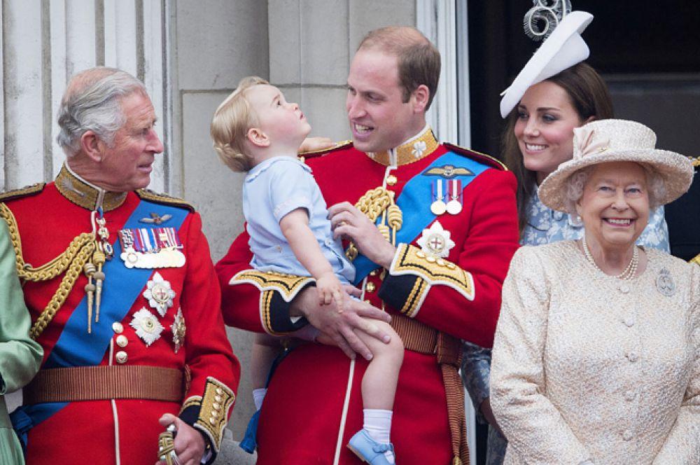 13 июня 2015 года. Члены королевской семьи на праздновании официального дня рождения королевы Елизаветы II.