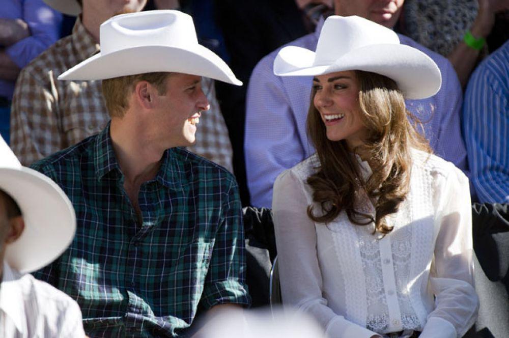 8 июля 2011 года. Принц Уильям и Кэтрин Миддлтон во время тура по Канаде — первого официального тура в качестве супругов.