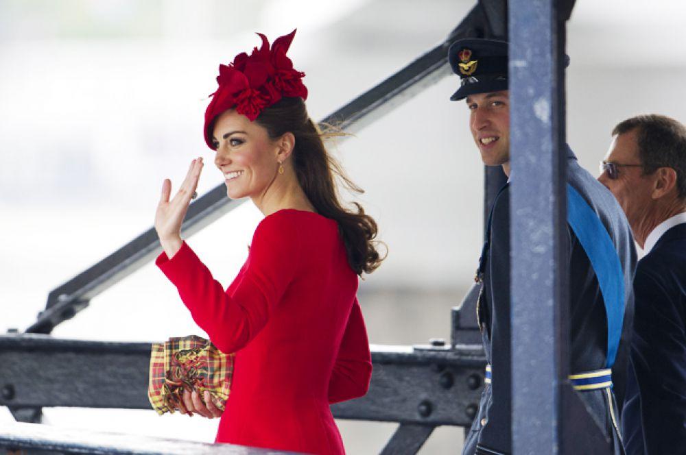 3 июня 2012 года. Супруги прибывают на торжественное мероприятие, посвященное 60-летию восхождения на престол королевы Елизаветы II.