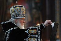 Патриарх Московский и всея Руси Кирилл во время утрени с чином погребения Плащаницы в храме Христа Спасителя в Москве.