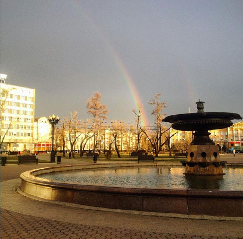 Вид из сквера Кирова.