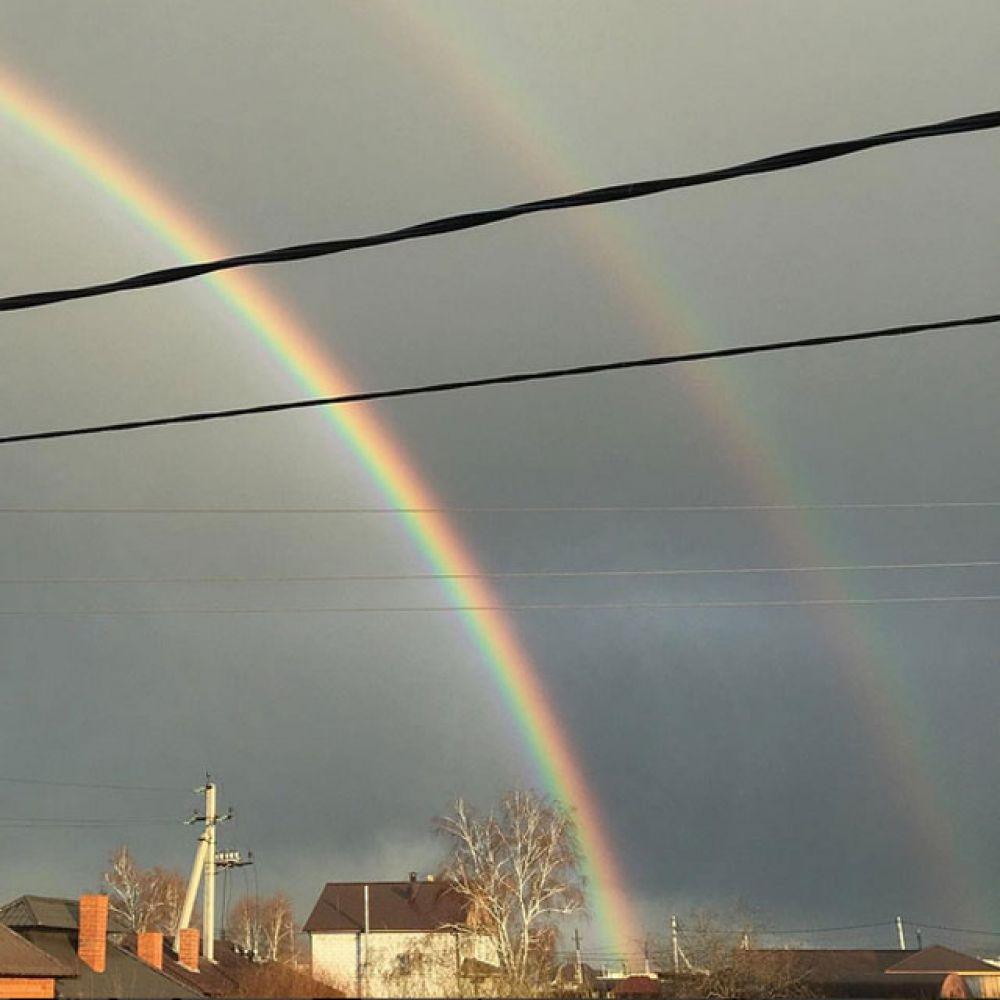 Одна радуга хорошо, а две лучше.