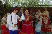 В музее станицы Романовской гостям показывают обряд выкупа невесты.