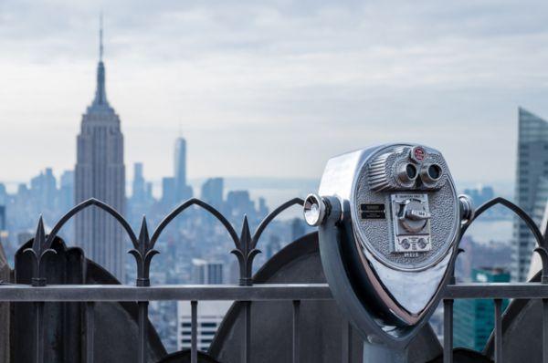 В это время в США шла Великая депрессия, поэтому сдать удалось далеко не все помещения. Из-за этого здание получило название «Пустой-стейт-билдинг» (Empty State Building). Прошло десять лет, пока все помещения, наконец, были сданы.