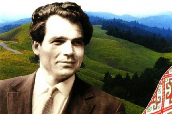Димтрий Гнатюк родился в обычной крестьянской семье села Мамаевцы на Буковине 28 марта 1925 года, когда тот край был под властью Румынии