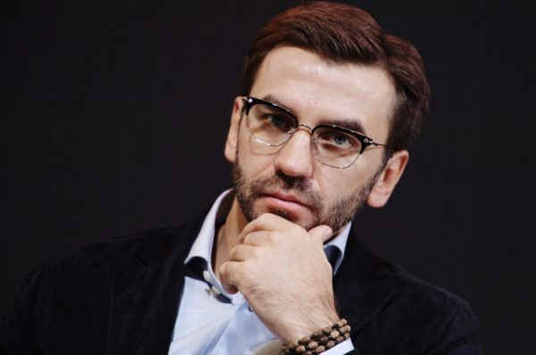 Среди министров больше всего заработал Михаил Абызов. Его годовой доход в 2015 году составил 455,58 миллионов рублей. Таким образом, в месяц он получил примерно 38 миллионов.