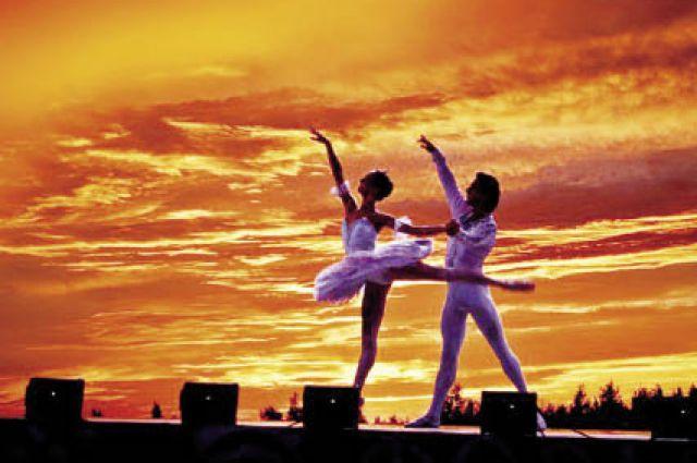 В 2014 г. на Крестовой горе выступали артисты Театра оперы и балета.