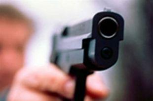 Преступники открыли огонь по полицейским из неустановленного оружия